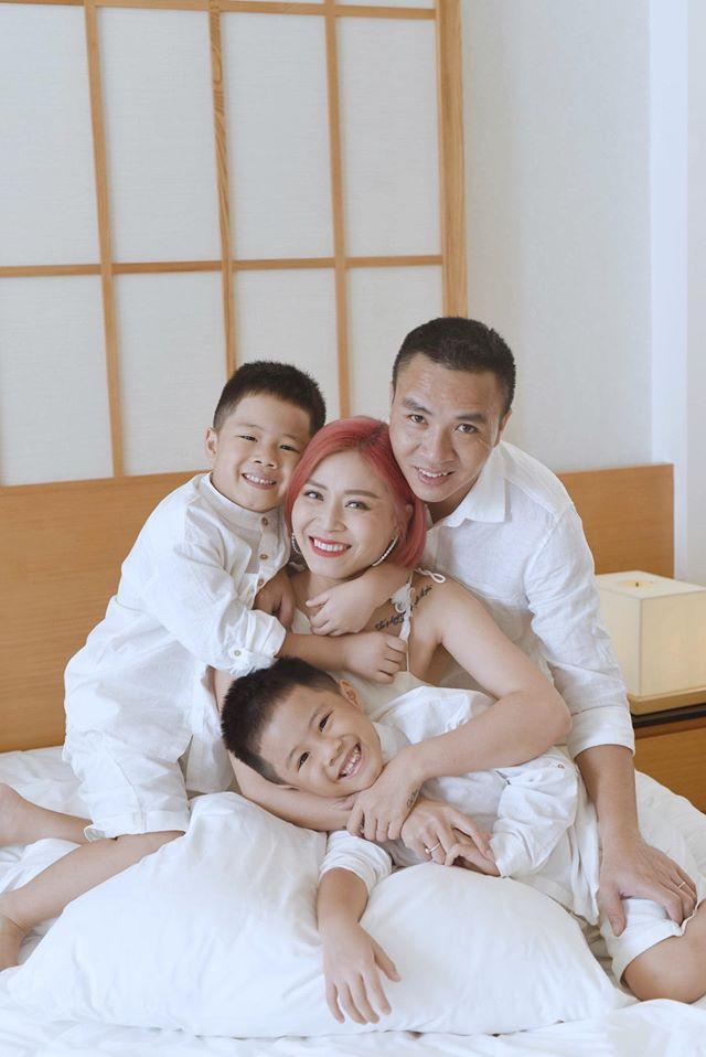 MC Hoàng Linh ăn mày dĩ vãng bằng loạt cảnh nóng bên chồng giữa mùa dịch-4