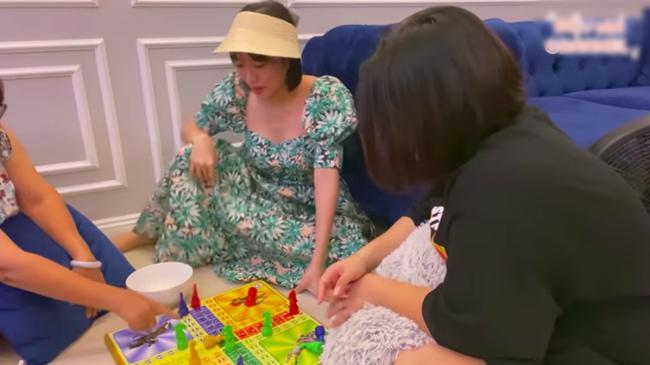 Ở nhà mùa COVID-19: Hết phá hits Vpop, Diệu Nhi thay chục bộ đồ để cover nhạc ngoại-6
