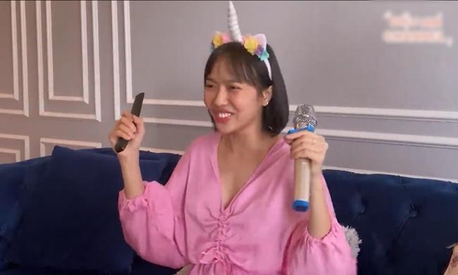 Ở nhà mùa COVID-19: Hết phá hits Vpop, Diệu Nhi thay chục bộ đồ để cover nhạc ngoại-3