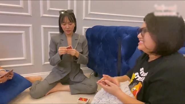 Ở nhà mùa COVID-19: Hết phá hits Vpop, Diệu Nhi thay chục bộ đồ để cover nhạc ngoại-5