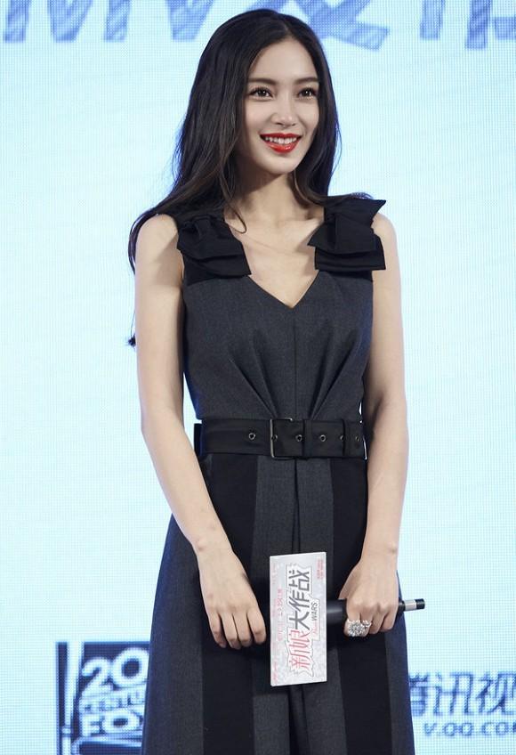 Đụng hàng với chị đẹp Son Ye Jin, Angelababy vẫn không ngán chút nào nhờ là lượt váy áo phẳng phiu-2