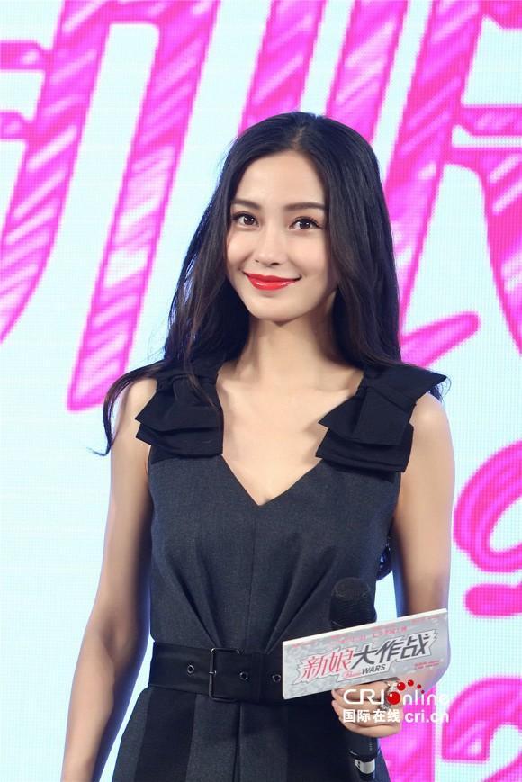 Đụng hàng với chị đẹp Son Ye Jin, Angelababy vẫn không ngán chút nào nhờ là lượt váy áo phẳng phiu-3