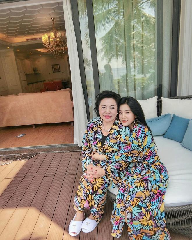 Nhan sắc nổi bật như em gái Ông Cao Thắng cũng phải lép vế khi đứng cạnh mẹ-2