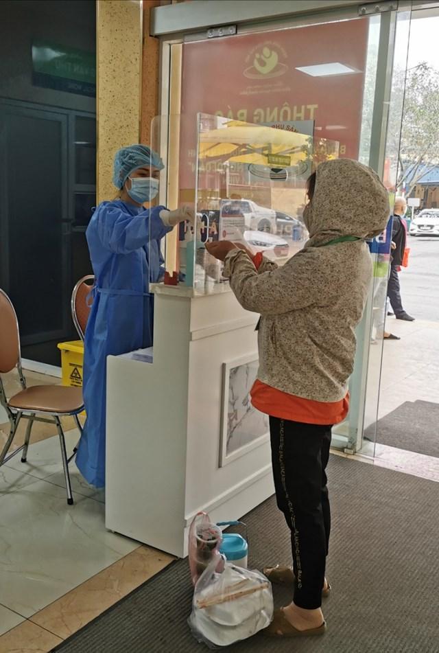 VZN News: 63 y bác sĩ Bệnh viện Phụ sản Hà Nội phải cách ly vì tiếp xúc với bệnh nhân 243-2