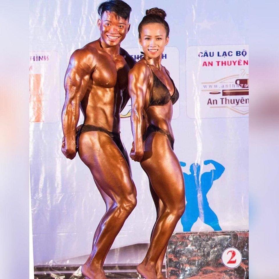 Đi tập gym vì bạn bè rủ quá nhiều, 9X lấy được chồng điển trai và cùng nhau cuỗm hết huy chương ở các giải đấu thể hình-1