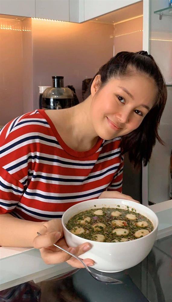 Chồng chăm con, Lê Phương đảm đang trổ tài làm món trứng lòng đào nước tương bất bại-2