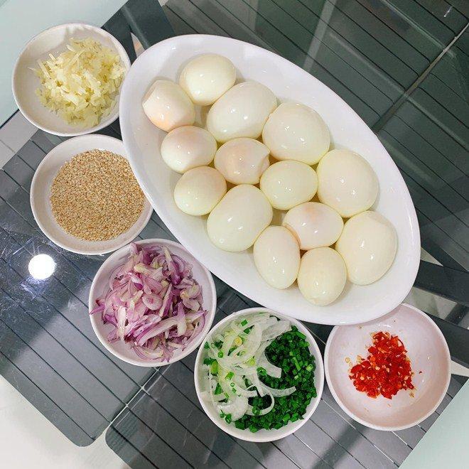 Chồng chăm con, Lê Phương đảm đang trổ tài làm món trứng lòng đào nước tương bất bại-4