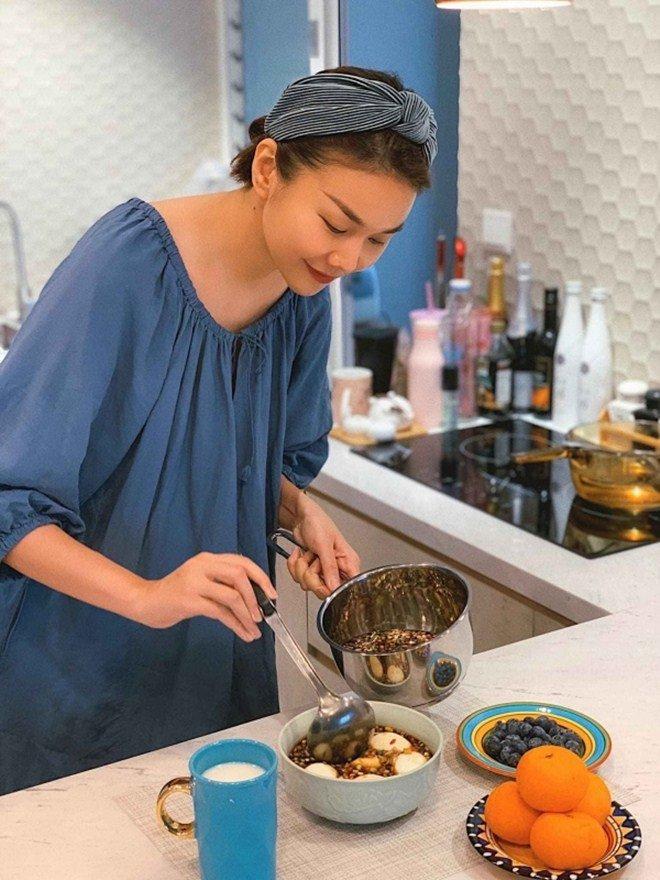 Chồng chăm con, Lê Phương đảm đang trổ tài làm món trứng lòng đào nước tương bất bại-6