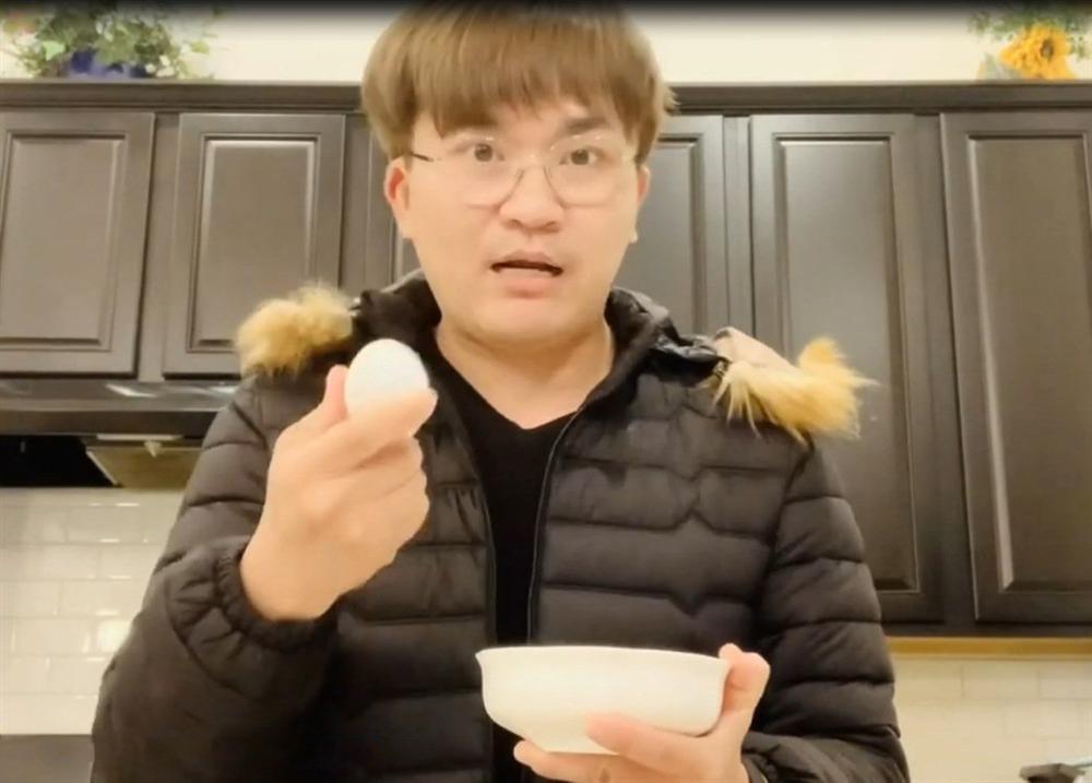 Chồng chăm con, Lê Phương đảm đang trổ tài làm món trứng lòng đào nước tương bất bại-10