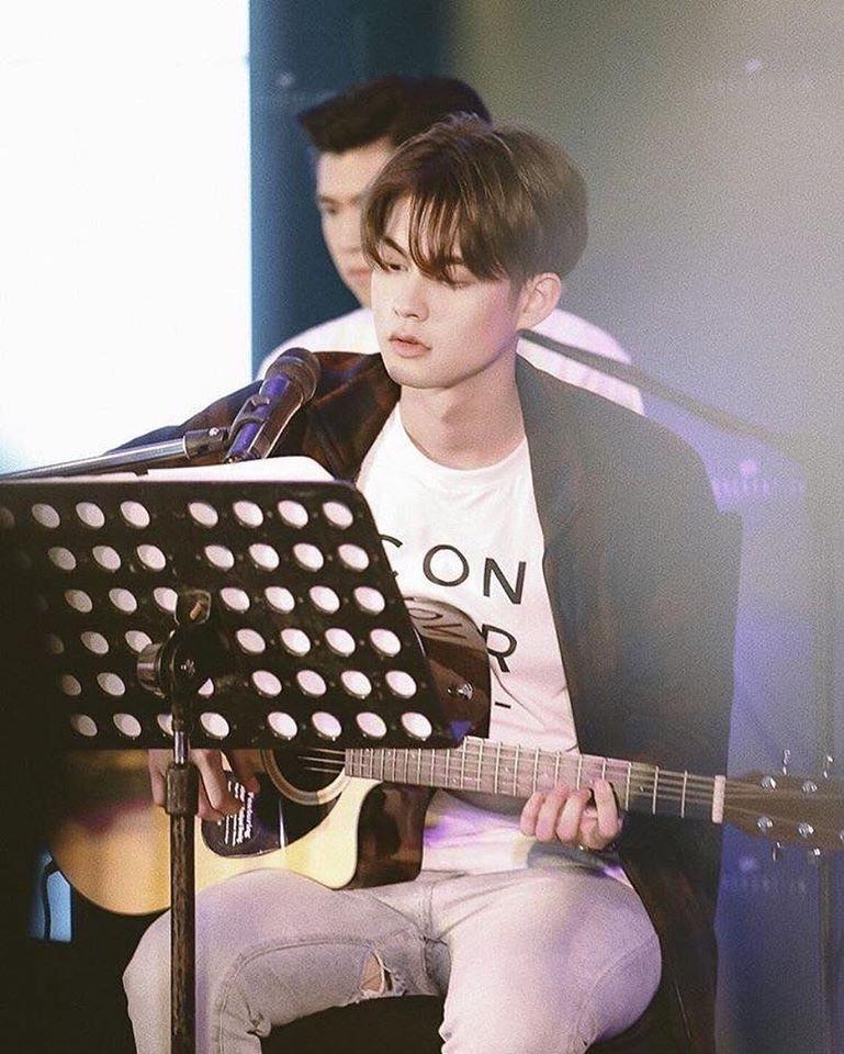 Hotboy đam mỹ Bright Vachirawit khoe giọng ngọt khi cover Eye, Nose, Lips của Taeyang-1