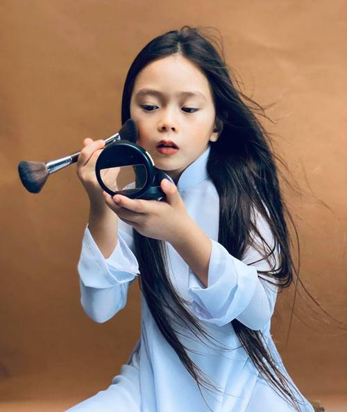 Con gái mỹ nhân Việt bé tí đã sành sỏi làm điệu-1