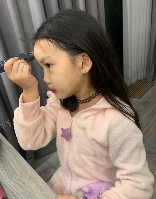 Con gái mỹ nhân Việt bé tí đã sành sỏi làm điệu-2