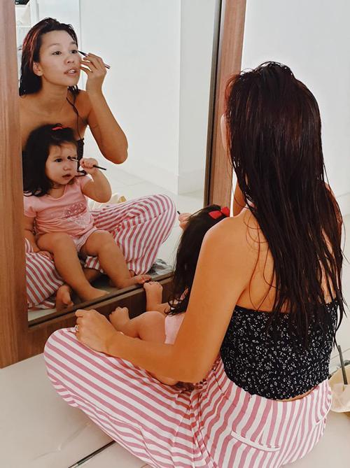 Con gái mỹ nhân Việt bé tí đã sành sỏi làm điệu-6