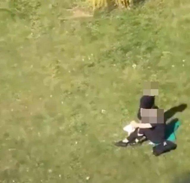 VZN News: Bất chấp dịch bệnh, cặp đôi khỏa thân mây mưa giữa đồng cỏ khiến ai nhìn cũng hãi-2