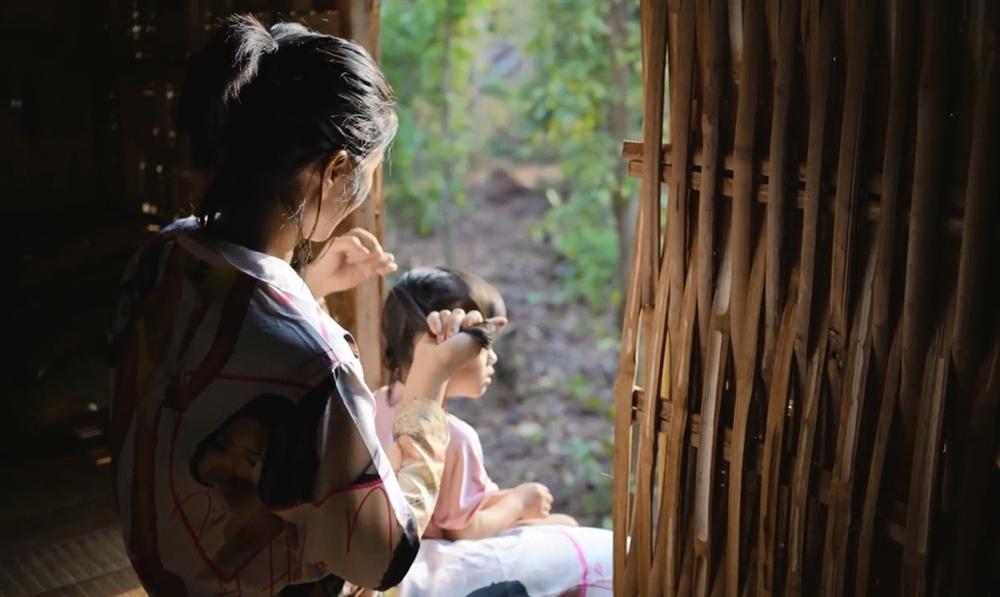 Khán giả quốc tế nói về cuộc sống của HHen Niê tại quê hương Đắk Lắk-4