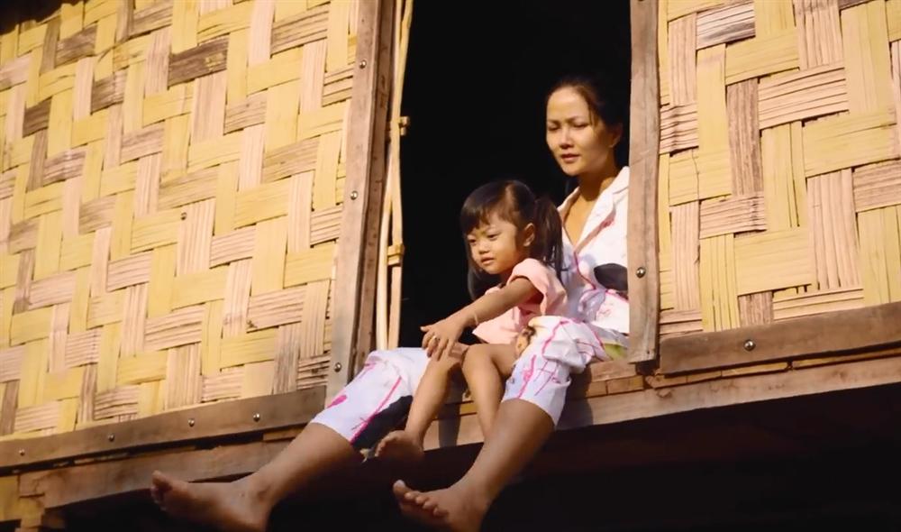 Khán giả quốc tế nói về cuộc sống của HHen Niê tại quê hương Đắk Lắk-5