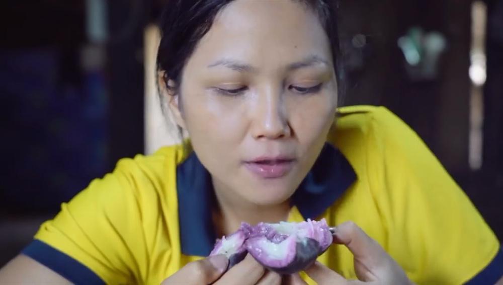 Khán giả quốc tế nói về cuộc sống của HHen Niê tại quê hương Đắk Lắk-6