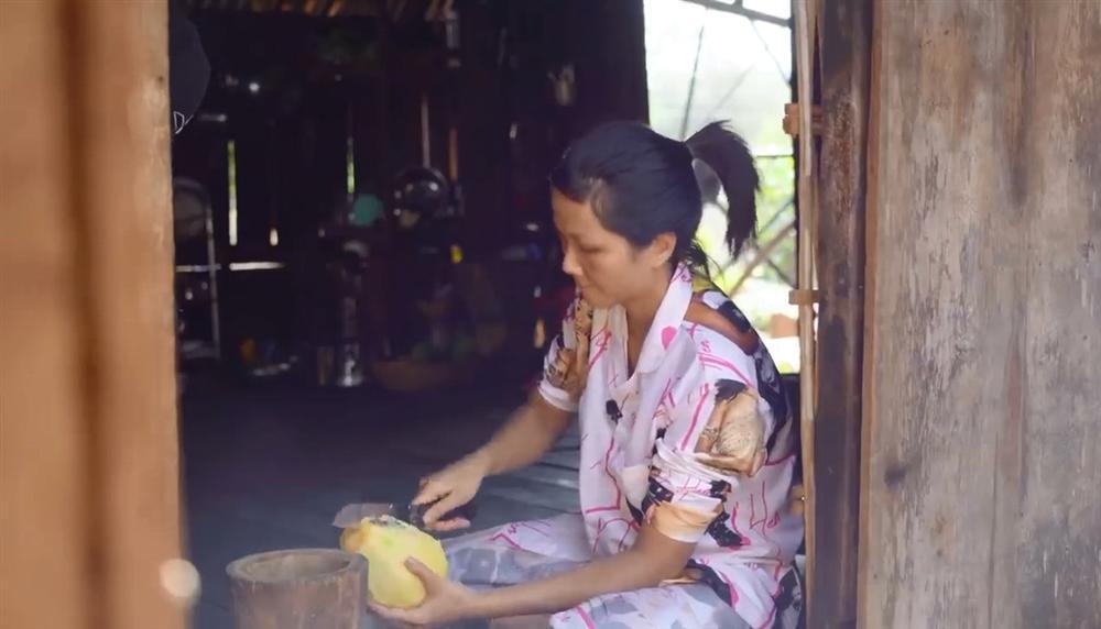 Khán giả quốc tế nói về cuộc sống của HHen Niê tại quê hương Đắk Lắk-8