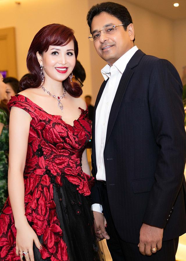 Cuộc sống Hoa hậu giỏi ngoại ngữ nhất Việt Nam với chồng Ấn Độ hiện ra sao?-5