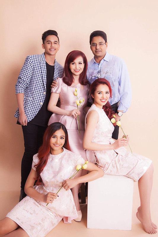 Cuộc sống Hoa hậu giỏi ngoại ngữ nhất Việt Nam với chồng Ấn Độ hiện ra sao?-9