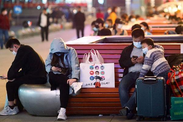 Vũ Hán chấm dứt 76 ngày phong tỏa, hàng nghìn người dân đổ xô rời thành phố-1