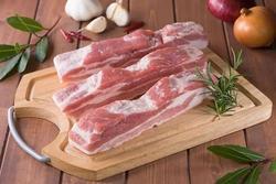 Những loại thực phẩm là 'khắc tinh' của thịt lợn cần tránh