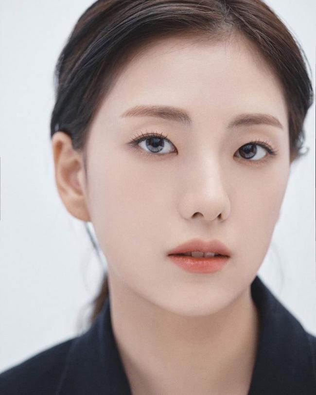 Trong khi Jisoo (BLACKPINK) bị YG ngó lơ thì chị gái lại sắp làm diễn viên, nhìn nhan sắc ai cũng ngỡ như Han Hyo Joo-3