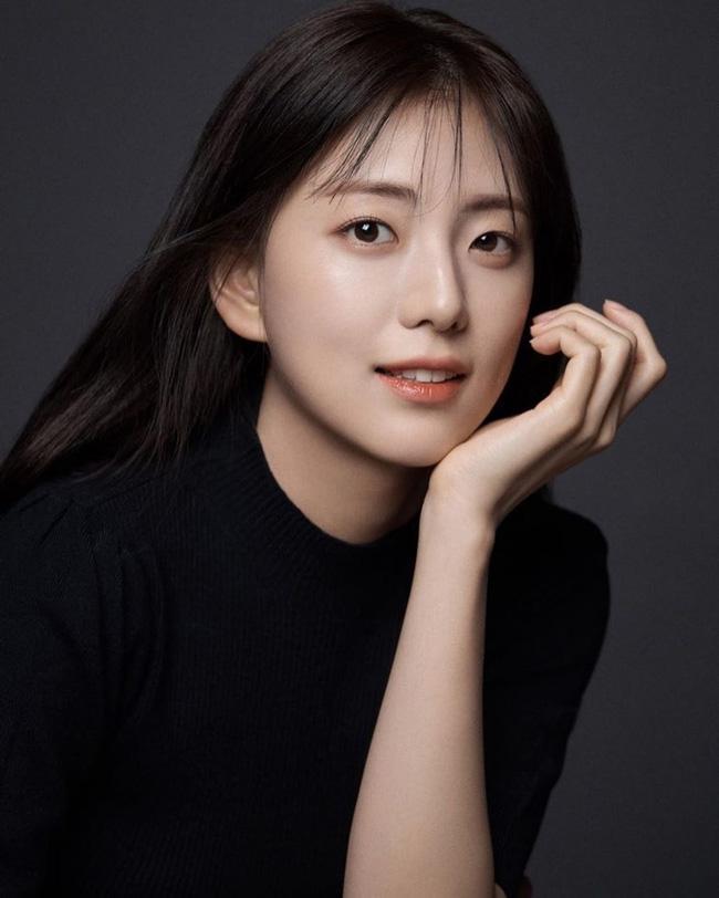 Trong khi Jisoo (BLACKPINK) bị YG ngó lơ thì chị gái lại sắp làm diễn viên, nhìn nhan sắc ai cũng ngỡ như Han Hyo Joo-4