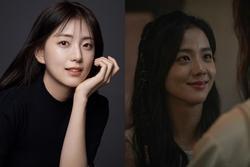 Trong khi Jisoo (BLACKPINK) bị YG ngó lơ thì chị gái lại sắp làm diễn viên, nhìn nhan sắc ai cũng ngỡ như Han Hyo Joo