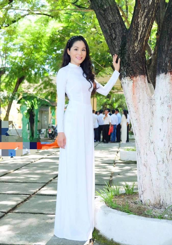 Quanh năm đi dép 20K, Quyền Linh lại chịu chi cho vợ tỏa sáng với BST hàng hiệu tiền tỷ-6