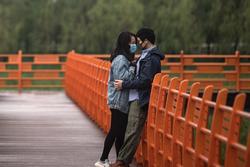 Vừa dỡ lệnh phong tỏa, người dân Vũ Hán đổ xô đi đăng kí kết hôn