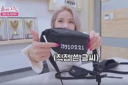Solar (MAMAMOO) phẫn nộ khi fan mua túi cô thiết kế để bán giá cao