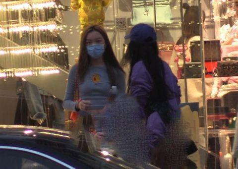Con gái 13 tuổi của Lý Á Bằng - Vương Phi khoe vóc dáng như thiếu nữ-7