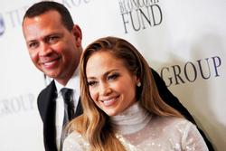 Những cặp đôi nổi tiếng phải hoãn cưới vì lo ngại dịch Covid-19