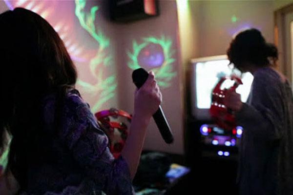Hát karaoke gây ra tiếng ồn lớn có thể bị phạt đến 320 triệu đồng-1
