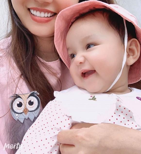 Loạt ảnh mới cực yêu của con gái ca sĩ Ngọc Anh với người tình kém tuổi-3