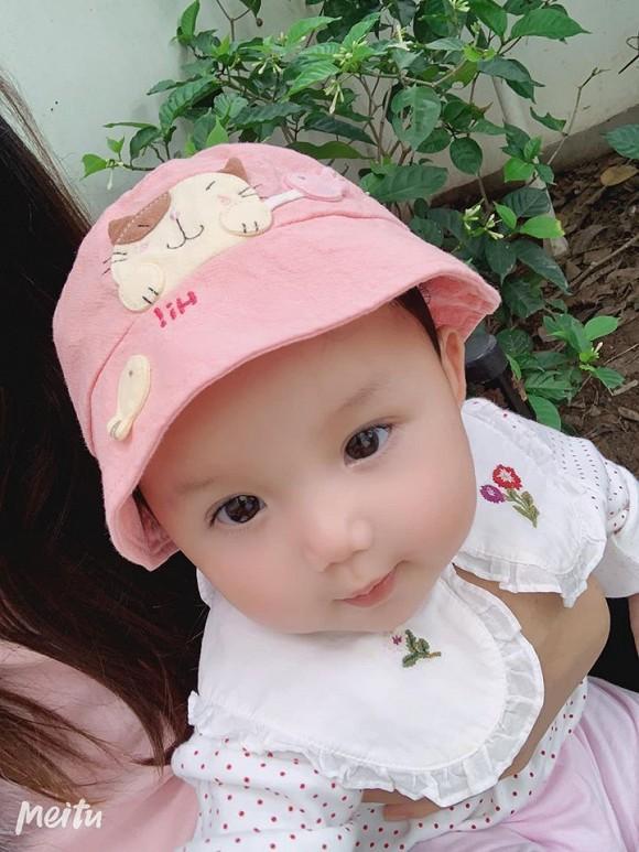 Loạt ảnh mới cực yêu của con gái ca sĩ Ngọc Anh với người tình kém tuổi-4
