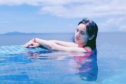Mỹ nhân hết thời: Hoa hậu làm bia ôm, nữ thần 18+ sang Việt Nam làm nghề tay chân