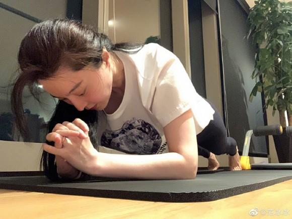 Chăm chỉ luyện tập giảm cân, Phạm Băng Băng bị soi chiếc nhẫn ở vị trí đặc biệt-2