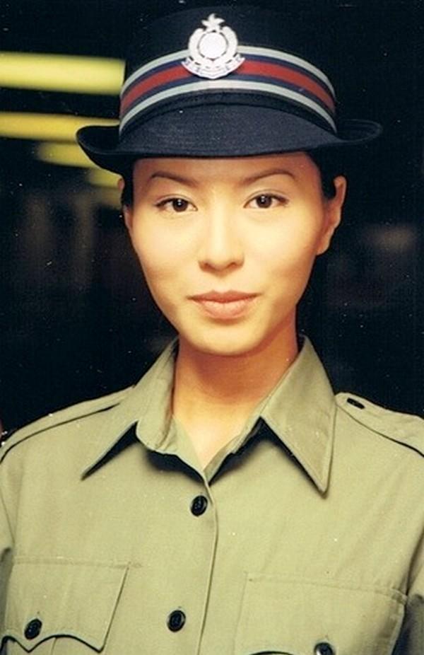 VZN News: Xa Thi Mạn, Tuyên Huyên và những nữ cảnh sát kinh điển trên màn ảnh TVB-2