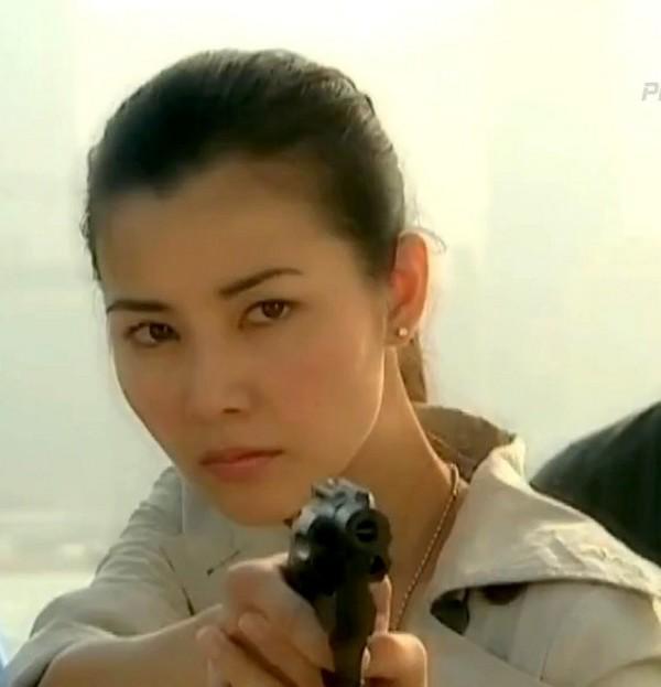 VZN News: Xa Thi Mạn, Tuyên Huyên và những nữ cảnh sát kinh điển trên màn ảnh TVB-5