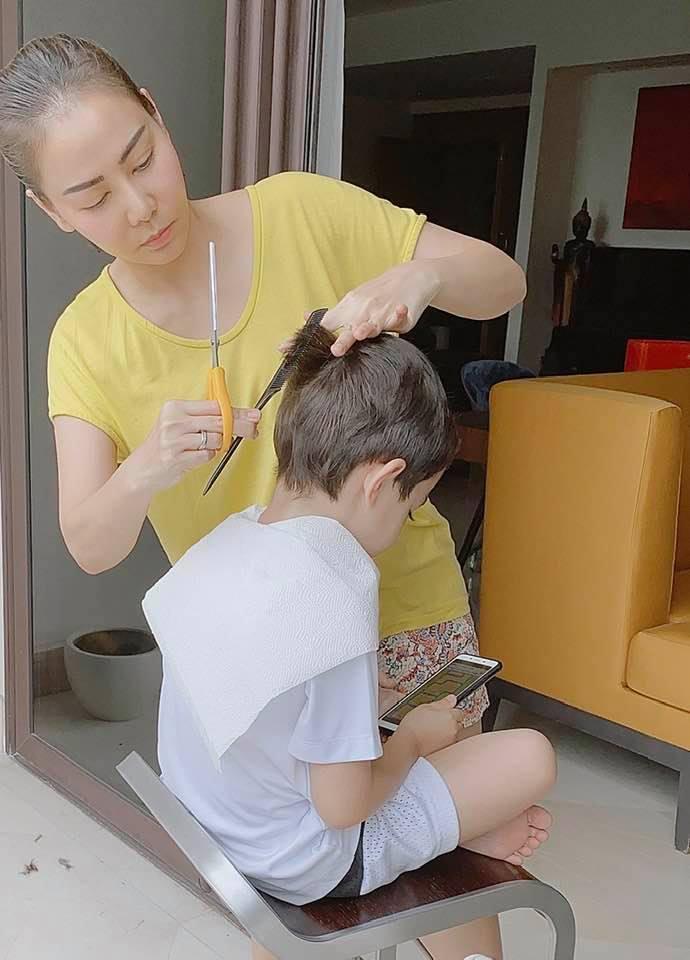 Cái kết đắng lòng cho Thu Minh khi tự tin thể hiện tài nghệ cắt tóc cho quý tử-1