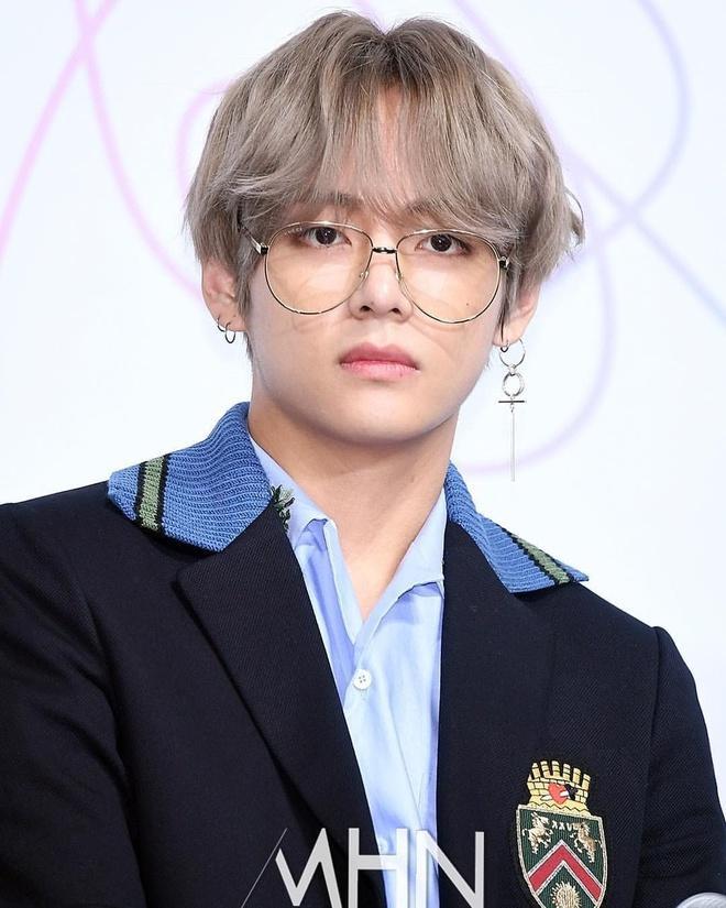 8 sao Hàn trông ra dáng giám đốc giàu có nhất khi đeo kính-1