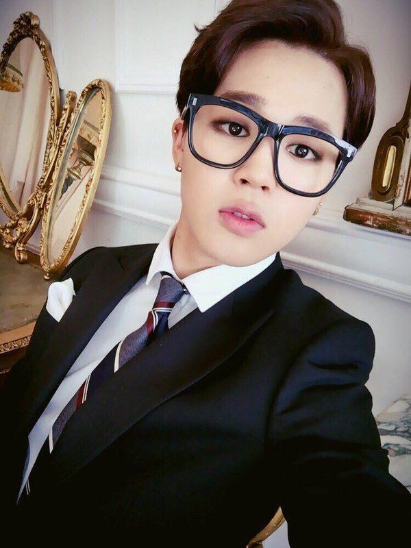 8 sao Hàn trông ra dáng giám đốc giàu có nhất khi đeo kính-4
