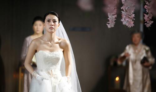 VZN News: Đang thử váy cưới, tôi rùng mình khi thấy 1 người đi quá ném vào mặt một tờ giấy oan nghiệt-1
