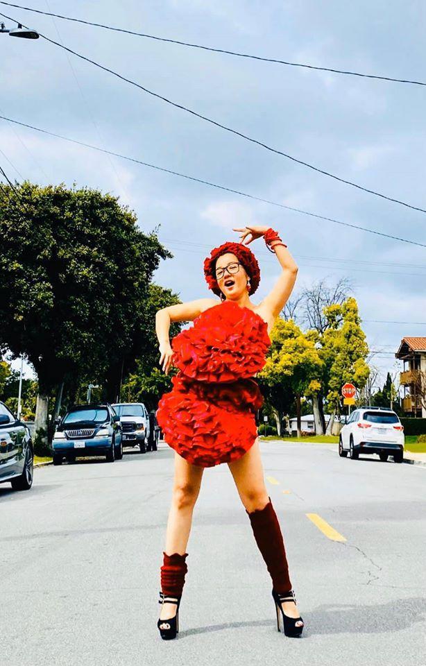 Bất chấp dịch bệnh, Thúy Nga chụp ảnh 'váy gối' trên phố Mỹ không bóng người-5