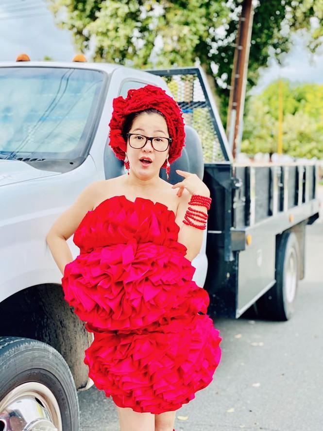 Bất chấp dịch bệnh, Thúy Nga chụp ảnh 'váy gối' trên phố Mỹ không bóng người-7