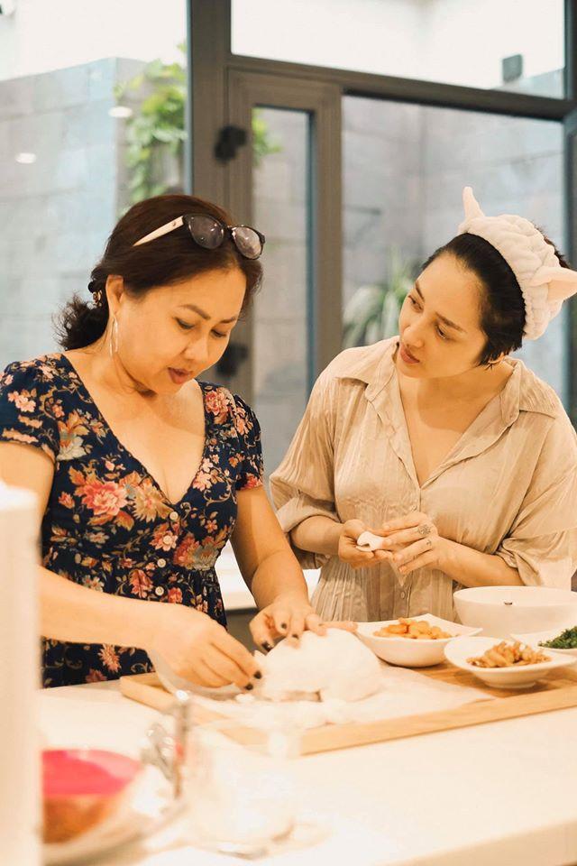 Cuộc sống của sao Việt thay đổi như thế nào trong kỳ nghỉ dài vì dịch bệnh Covid-19?-11