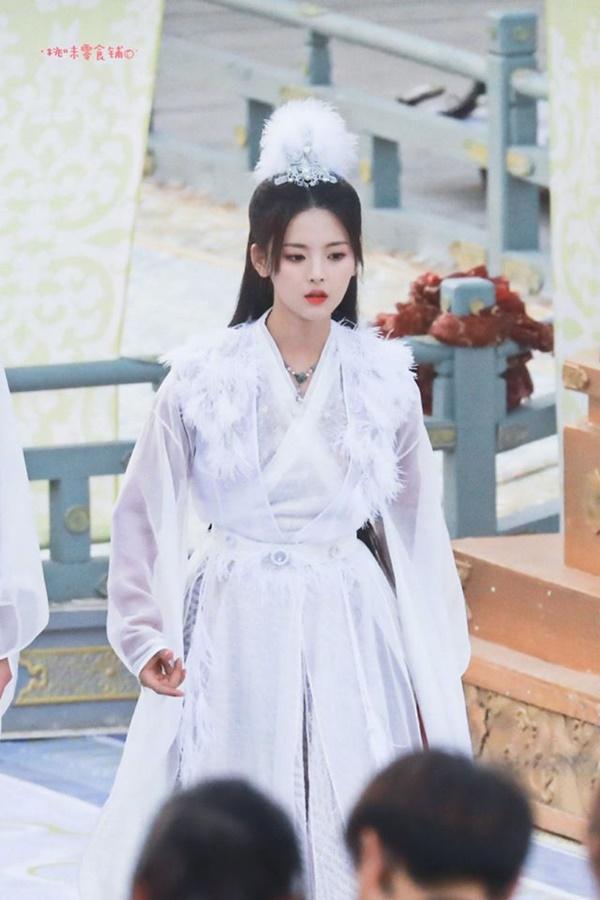Mỹ nữ đẹp nhất Trung Quốc - Dương Siêu Việt bị khán giả mắng ở bẩn, mắc bệnh ngôi sao bắt trợ lý hầu hạ-7
