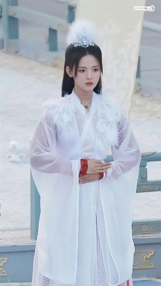Mỹ nữ đẹp nhất Trung Quốc - Dương Siêu Việt bị khán giả mắng ở bẩn, mắc bệnh ngôi sao bắt trợ lý hầu hạ-8